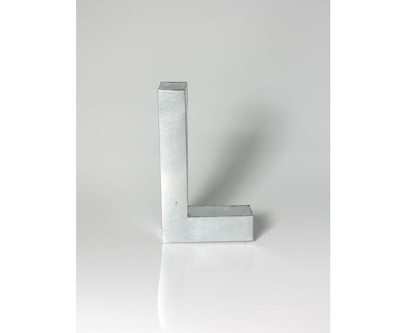 Lettre en métal L - Metalvetica de Seletti