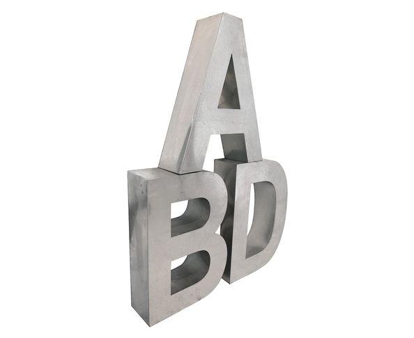 Lettre en métal O - Metalvetica de Seletti