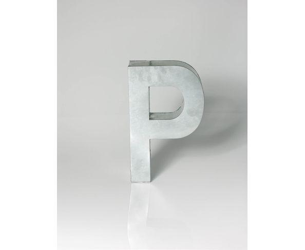 Lettre en métal P - Metalvetica de Seletti