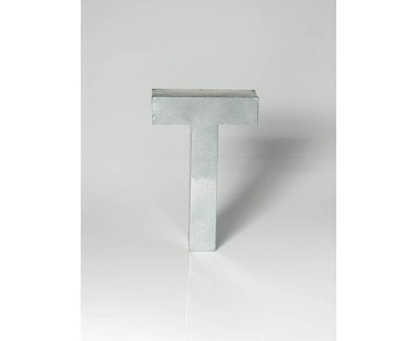 Lettre en métal T - Metalvetica de Seletti