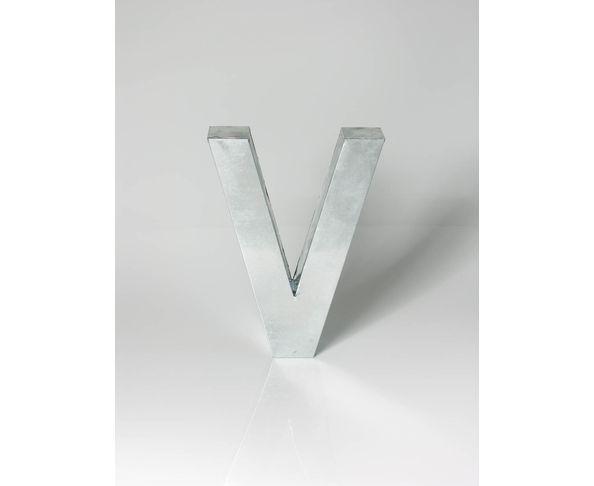 Lettre en métal V - Metalvetica de Seletti