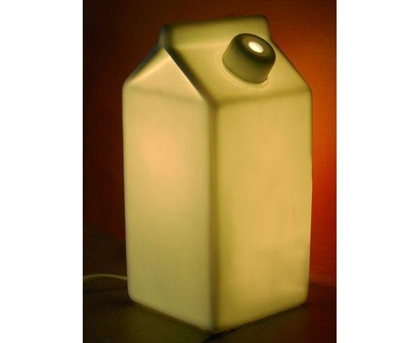 Lampe en porcelaine brique de lait