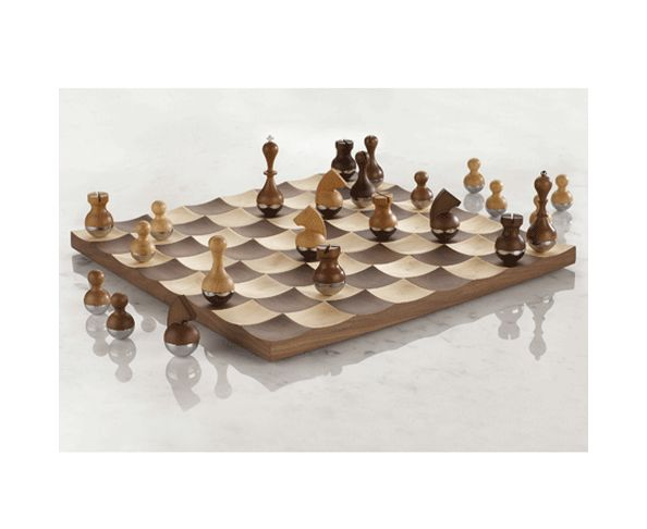 Jeu d'échec en bois - WOBBLE CHESS SET WALNUT