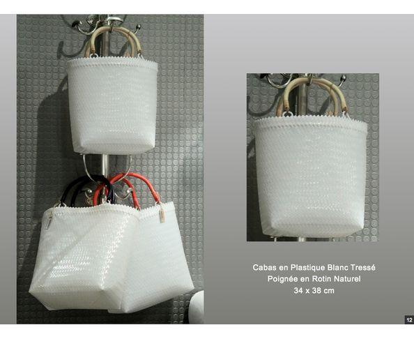 Cabas plastique blanc et poignée rotin