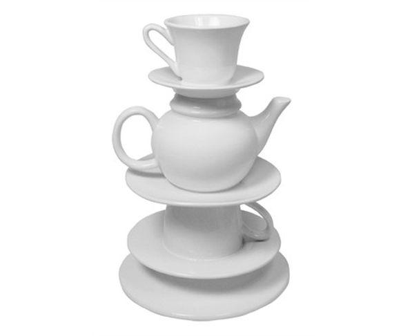 Vase Théière et tasses blanches empilées