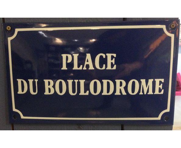 Place du boulodrome - Plaque émaillée au pochoir