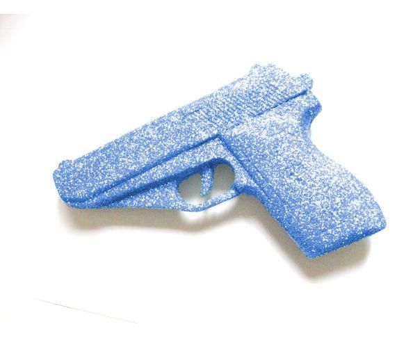 Pistolet bleu à paillettes